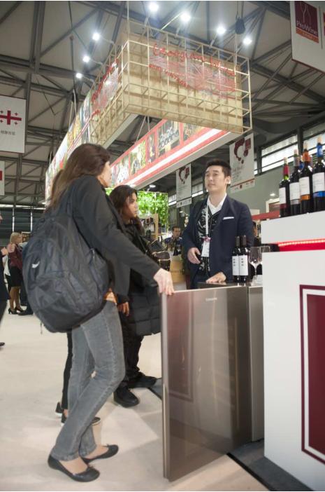 卡萨帝酒柜:ProWine China2016上的移动酒窖 科技世界网