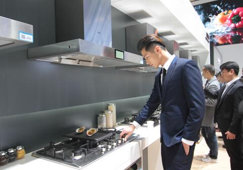 海尔燃气灶再次改变中国厨房 5头灶10分钟做6道菜