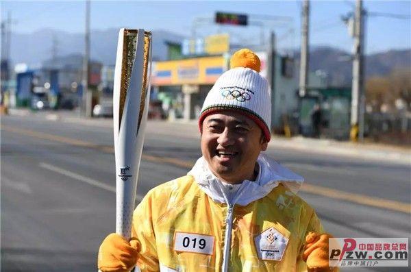 安踏丁世忠参与奥运火炬传递