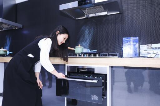 消毒别忘健康 AWE上海尔展出最健康光波巴氏消毒柜