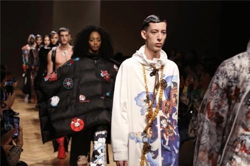 """米兰时装周的""""东方红"""",马克华菲向国际展示""""国潮""""3.0时代"""